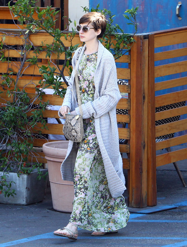 Anne Hathaway's floral Madewell maxi dress showed off her girlie side. We love the mixing of prints with her python-print Stella McCartney bag.