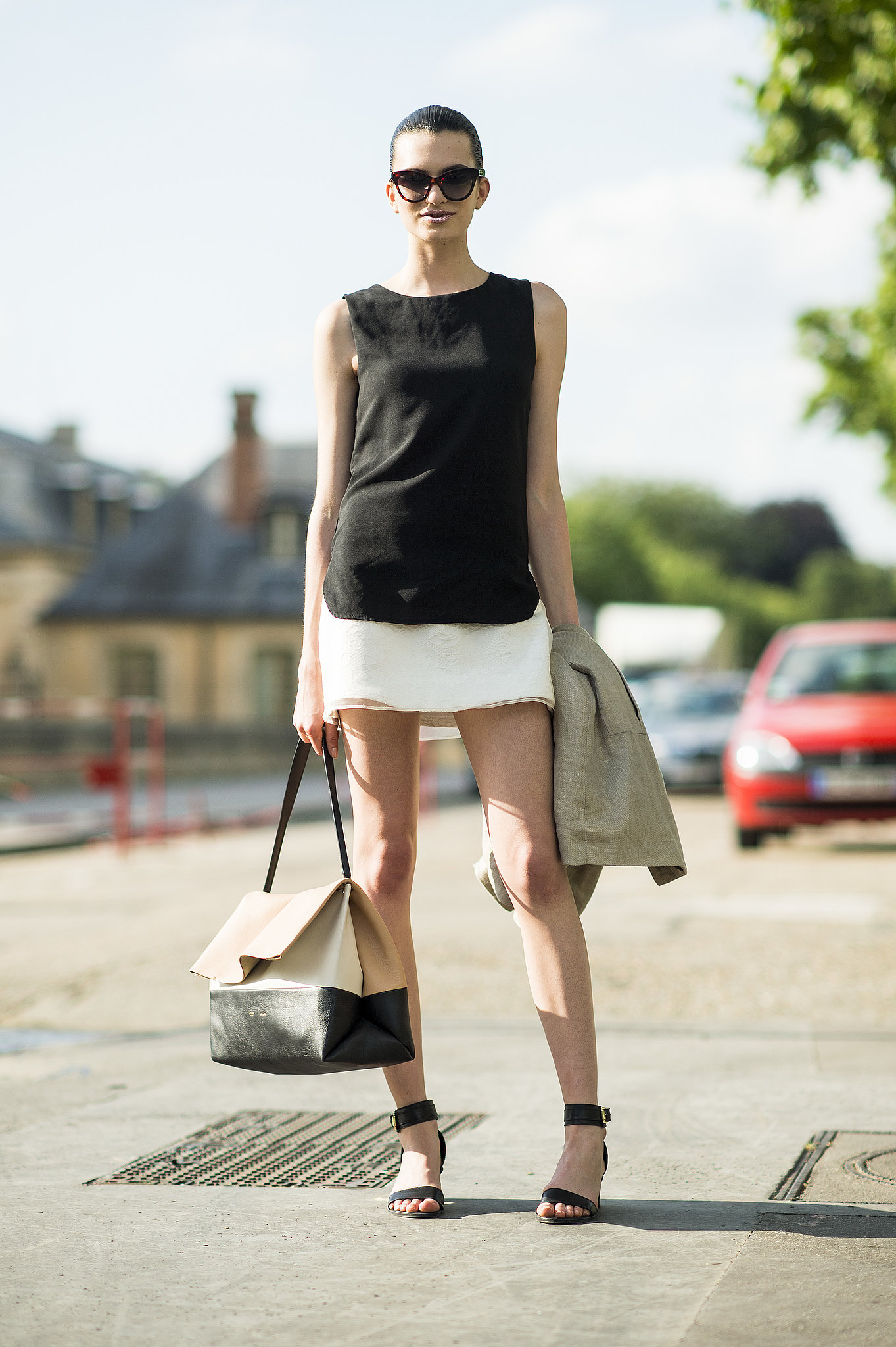 This showgoer looked chic in a simple white and black palette and minimalist silhouettes. Source: Le 21ème | Adam Katz Sinding