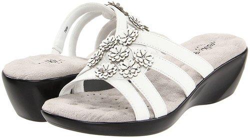Walking Cradles - Cookie (White Leather/Patent Flowers) - Footwear