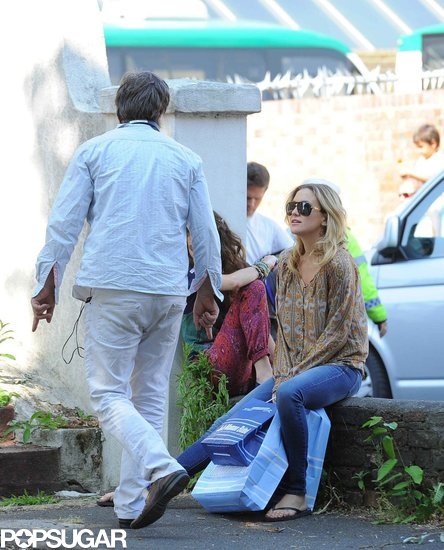 Kate Hudson relaxed on her London set.