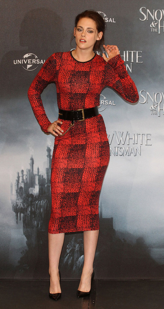 For the 2012 Berlin photocall for Snow White and the Huntsman, Stewart displayed her killer curves in a sophisticated printed sheath by Derek Lam and classic black pumps.