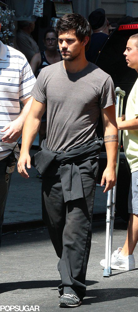 Taylor Lautner filmed more scenes for Tracers in NYC on Thursday.