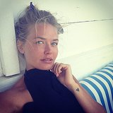 Lara Bingle was looking tanned and so lovely as she relaxed (with some diamond earrings) in Santorini. Source: Instagram user mslbingle