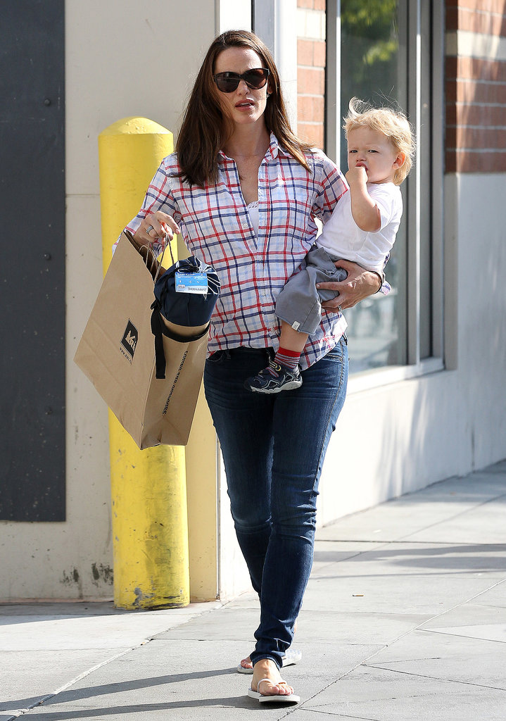 Jennifer Garner Juggles Shopping Bags, Baby Samuel, and Her Karate Kids
