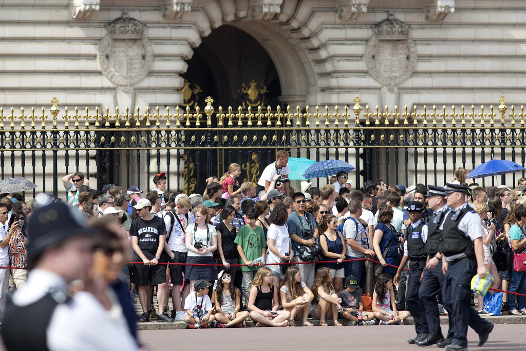 People flocked to Buckingham Palace with news of Kate Middleton's labor.