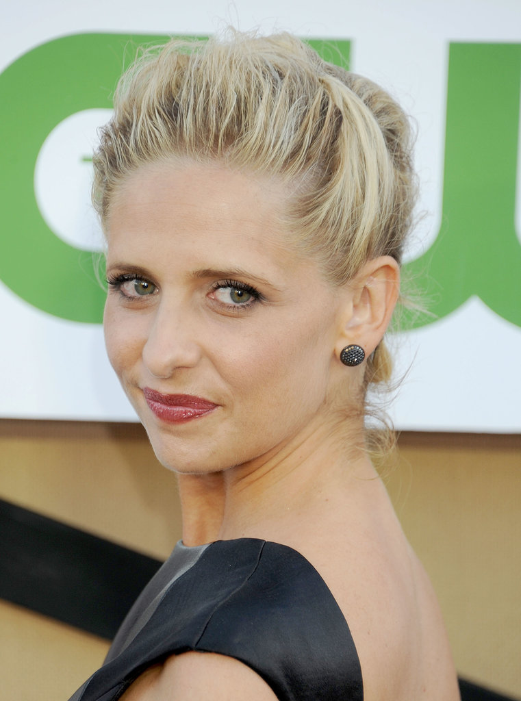 Sarah Michelle Gellar's updo was part chignon, part half-up hairstyle. What we love most about this hybrid style is how it keeps hair off the neck — a must for hot Summer nights.