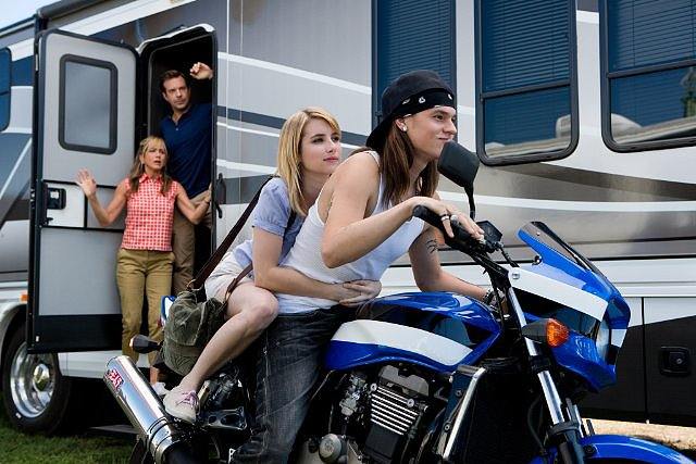 Jennifer Aniston, Jason Sudeikis, Emma Roberts, and Mark Young in We're the Millers.