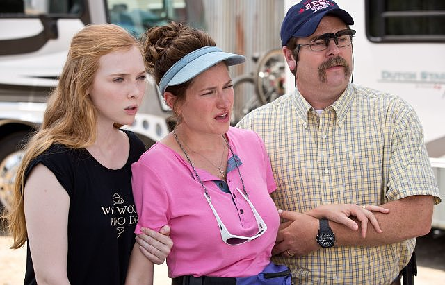 Molly C. Quinn, Kathryn Hahn, and Nick Offerman in We're the Millers.