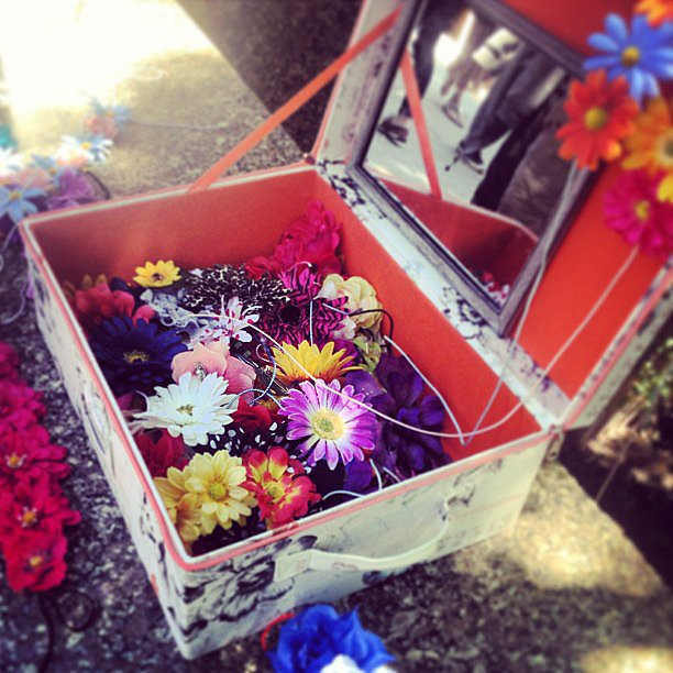 Flower accessories and music festivals are like peanut butter and jelly. They just go together. So, we weren't surprised to see this street-side stand where you could customize your headpiece.  Source: Instagram user POPSUGARBeauty
