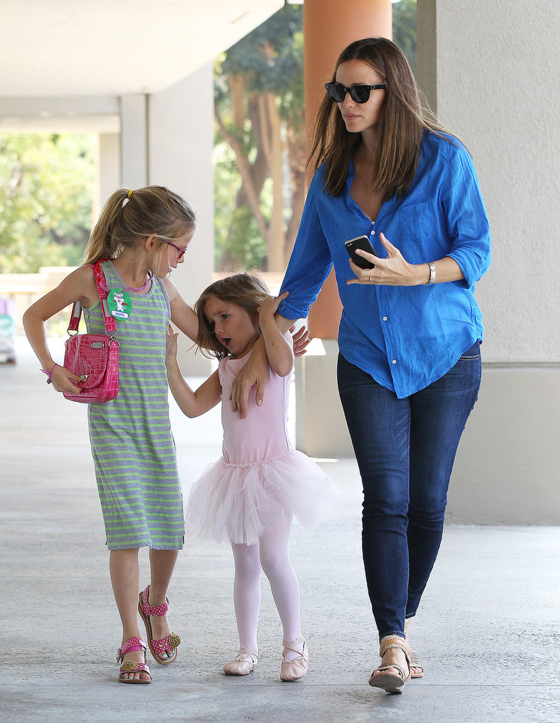 Jennifer Garner With V...
