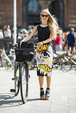 "There's nothing quite so statement-making as a skirt that literally says: ""pow!"". Source: Le 21ème 