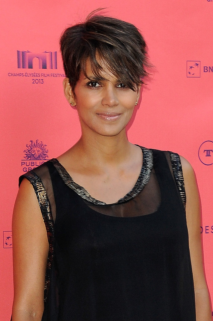 Halle was glowing on the red carpet for Les Toiles Enchantées. She styled her now-iconic pixie into a sexy sidesweep, balancing it out with a clear lip gloss.