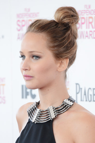 While Jennifer typically sports a dramatic smoky eye or bold lip color (or both) on the red carpet, she went with a more laid-back look at the Independent Spirit Awards. Foggy gray eye shadow, bubblegum-pink lipstick, and a teetering topknot composed her playful style.