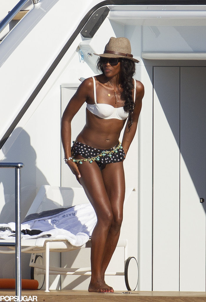 Naomi Campbell wore a cute mismatched two-piece.