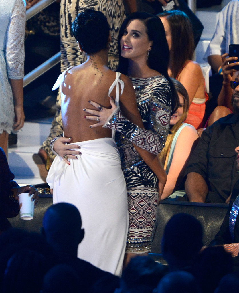 Rihanna and Katy Perry shared a hug at the 2012 VMAs.