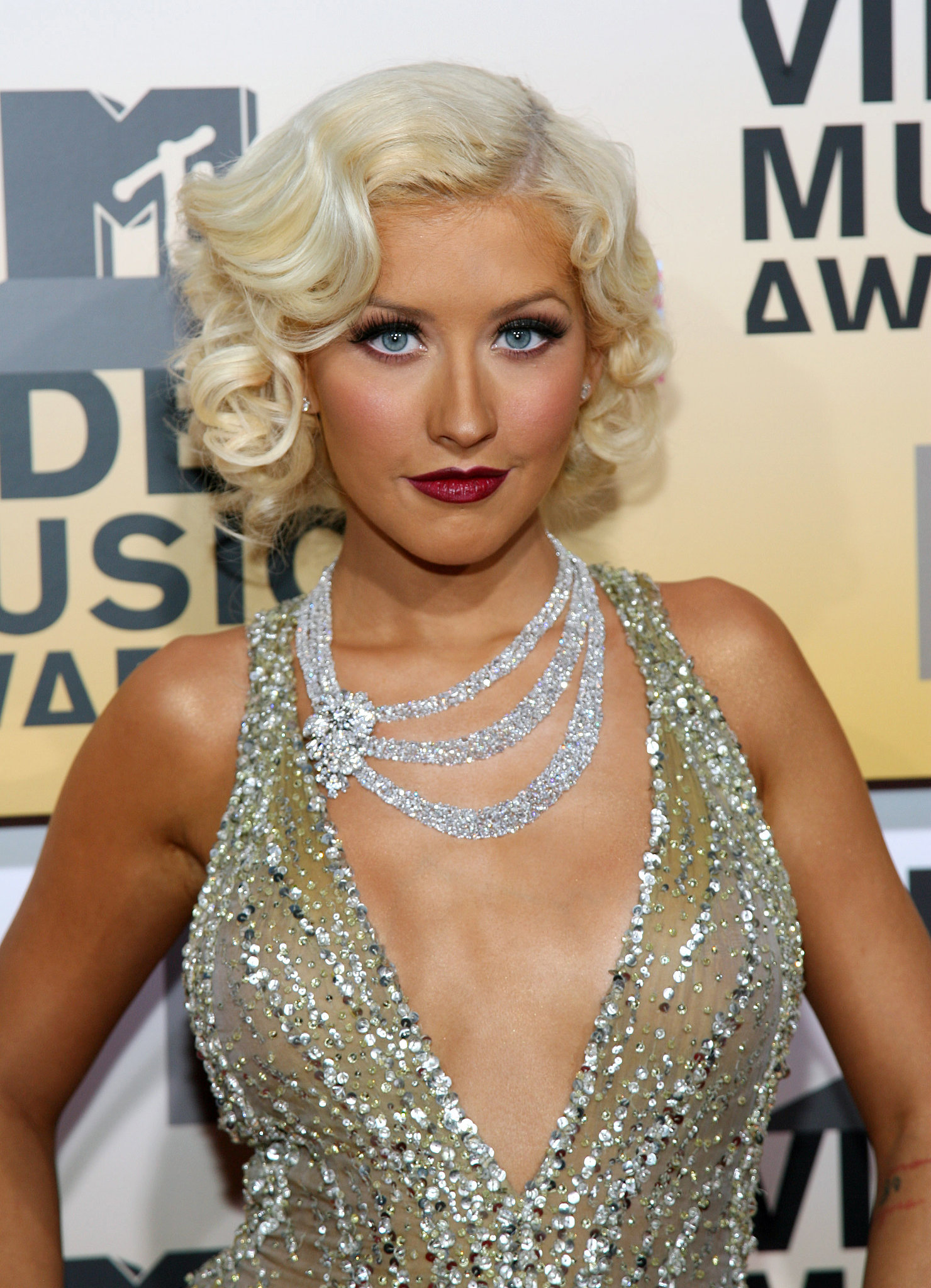 Christina Aguilera 2006 #TBT: Gagas Steak Hat Mileys - 1920S Black Hairstyles
