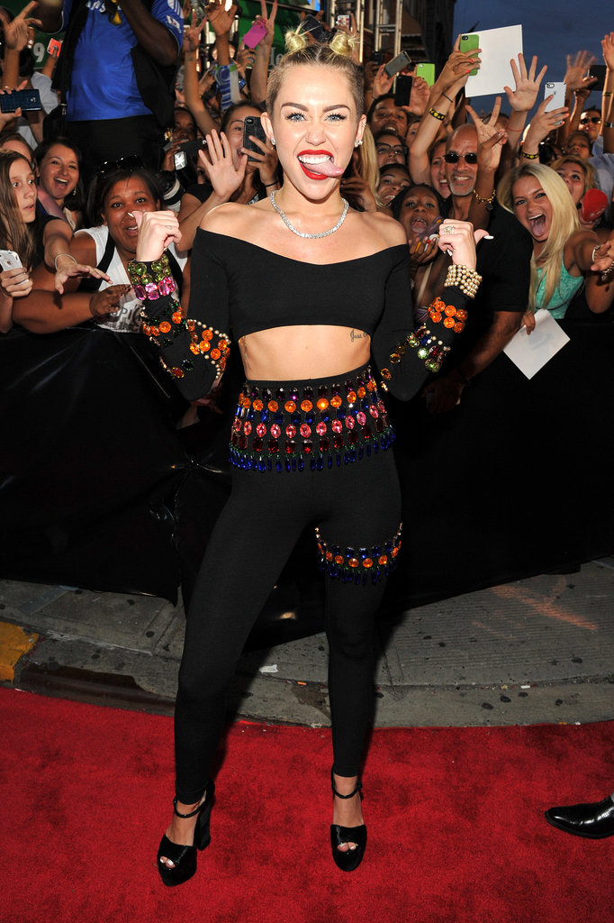 Miley Cyrus joked around on the VMAs red carpet.