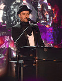 Justin Timberlake played the keyboard while performing at the VMAs.