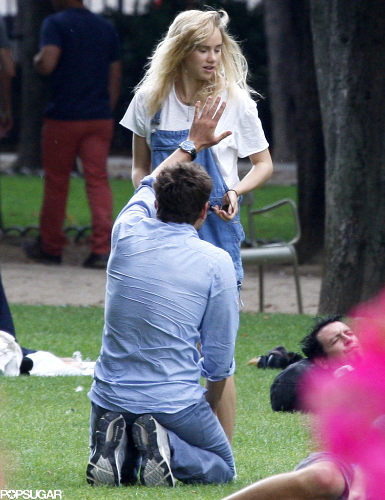 Bradley Cooper and Suki Waterhouse enjoyed a romantic park date in Paris.