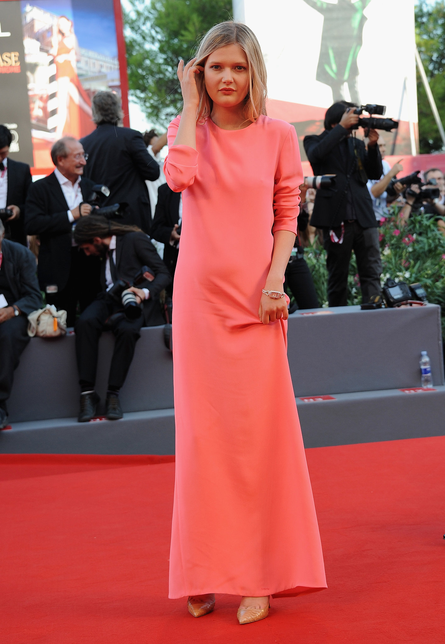 Sophie Kennedy Clark stood out in a relaxed Stella McCartney design on the Venice International Film Festival red carpet.