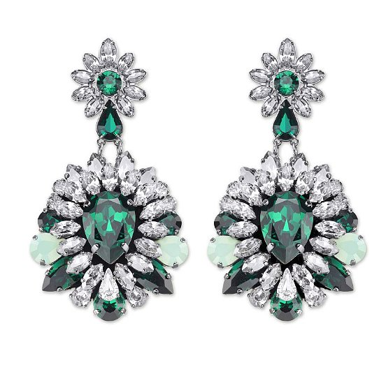 Wanting to update a formal look you already own? Look no further than a pair of oversize earrings ($410).
