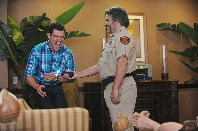 New Girl Schmidt gets tased!