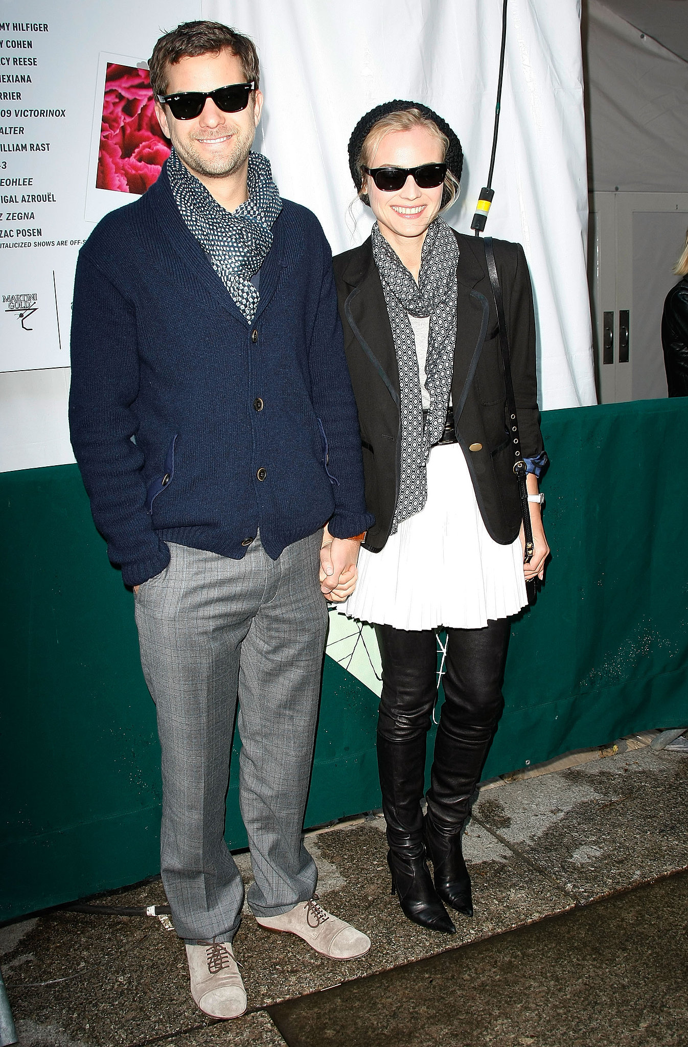 Joshua Jackson and Diane Kruger sported matching sunglasses while walking around Bryant Park in September 2009.