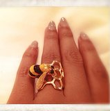 "Beyoncé put the ""bee"" in her name with a honeycomb ring. Source: Instagram user beyonce"