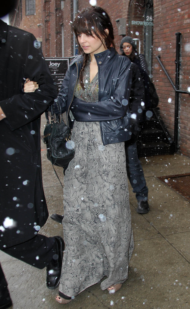 Nicole swapped classic black for a navy blue leather topper in February 2010.