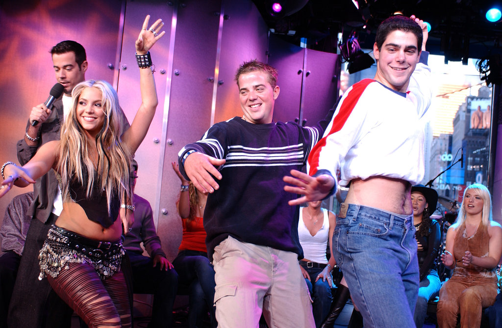 Shakira taught a few fans how to belly dance during her 2001 TRL visit.