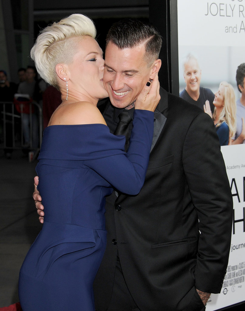 Pink and Carey Hart snuggled on the red carpet.