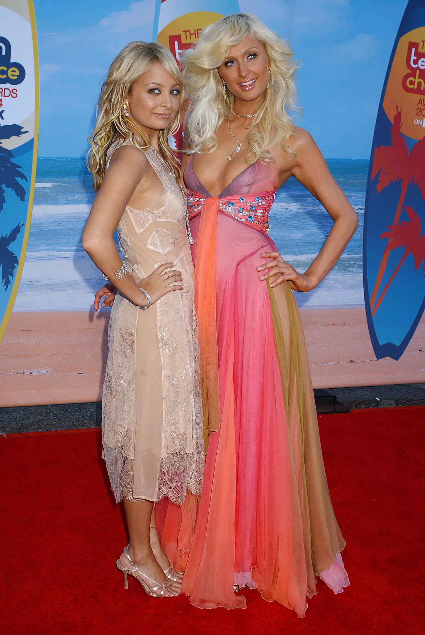 She hit the red carpet for her Teen Choice Awards hosting gig alongside Paris in August 2004.