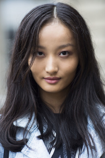 Minimal makeup plus a soft blowout equals beauty perfection any day of the week. Source: Le 21ème | Adam Katz Sinding