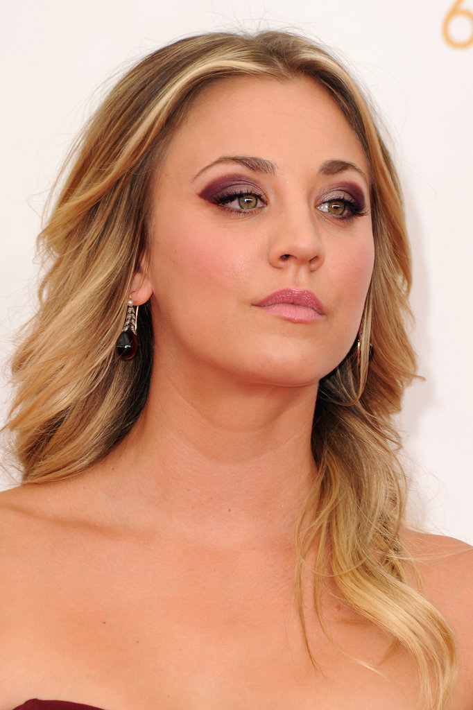Kaley Cuoco pulled color inspiration from her eggplant-hued Vera Wang gown. She kept the remainder of her beauty look simple for maximum effect.