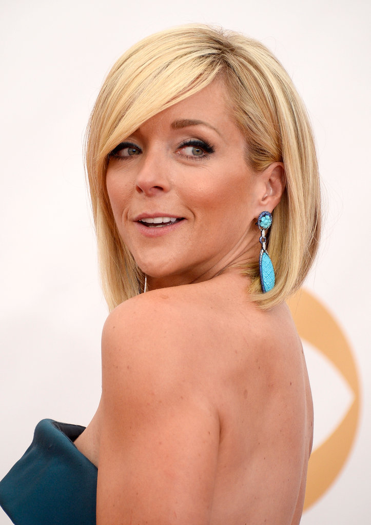 Funny-girl Jane Krakowski wore a touch of teal eyeliner that was partially obstructed by her dramatic, sideswept bangs. Va va voom!