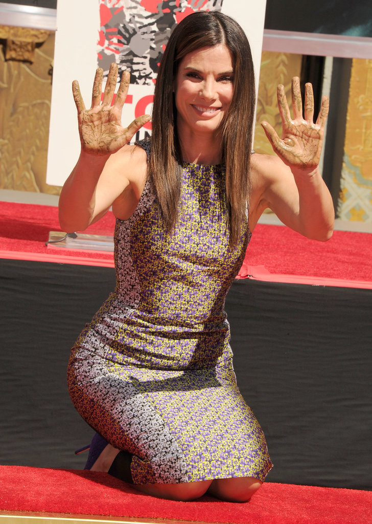 Sandra Bullock wasn't afraid to show off her messy hands during the event.
