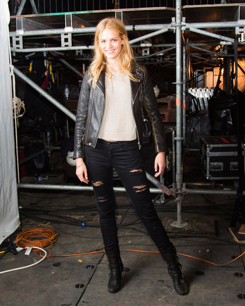 Erin Heatherton pitched in at the Global Citizen Festival in casual attire.