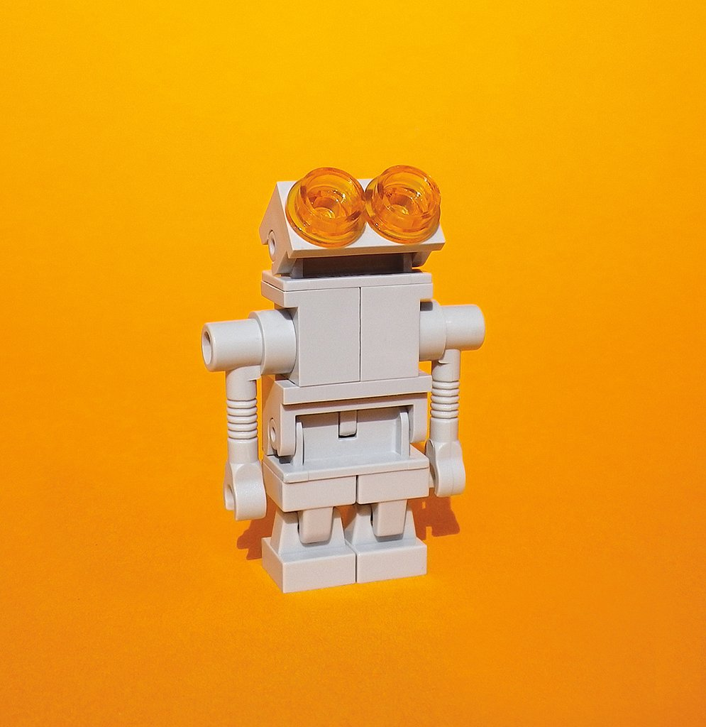 An adorable robot by Bodo Elsel shines. Source: Robots (series) (2012) © Bodo Elsel