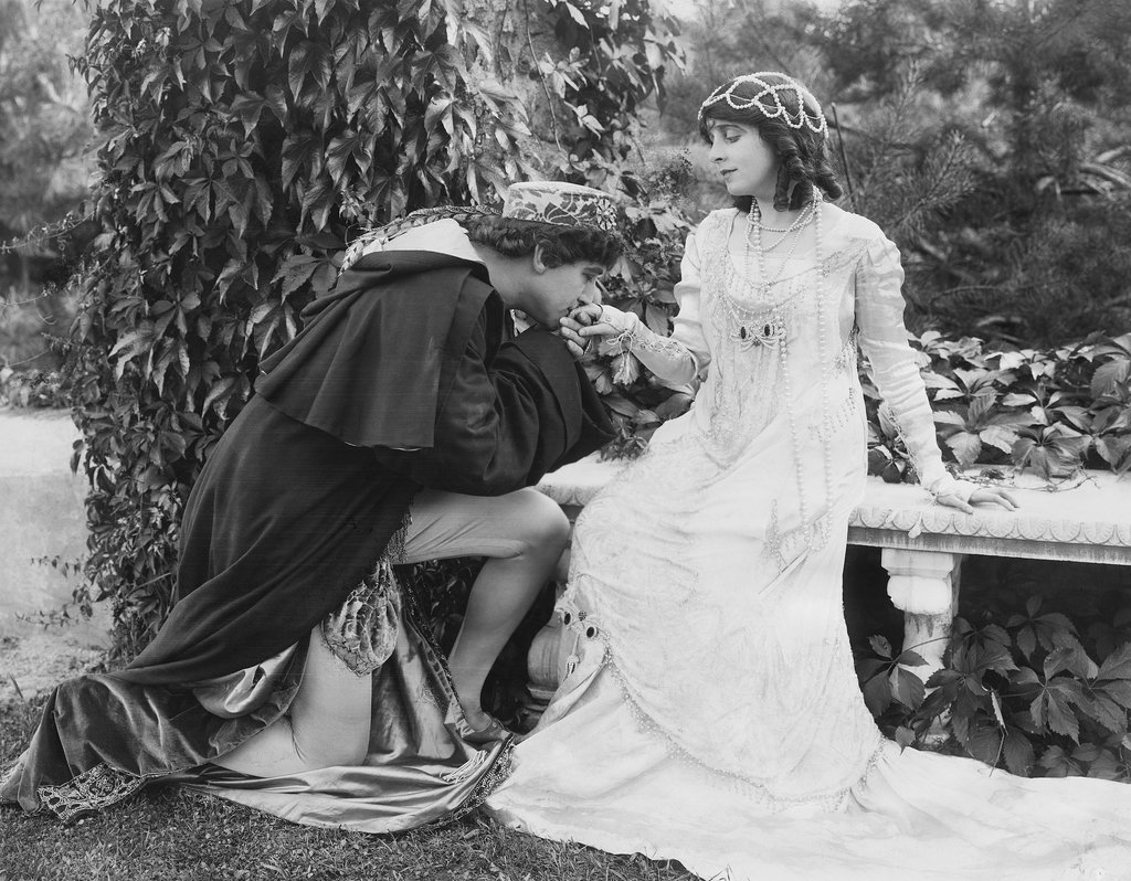 In 1916, actress Beverly Bayne starred as Juliet in a silent-film version of Romeo and Juliet, with soon-to-be husband Francis Bushman as her leading man. Bayne's interpretation included the tight ringlets a teen of the time might wear.