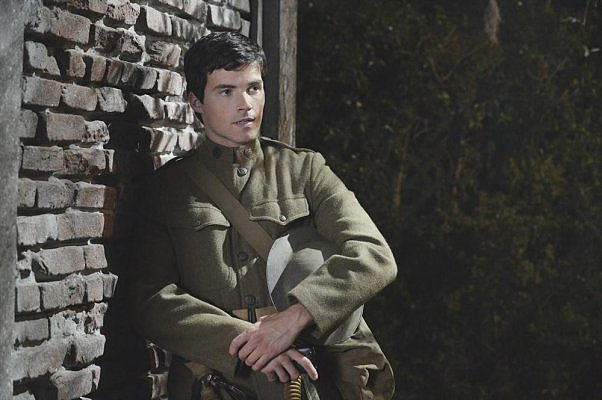 Pretty Little Liars Ezra (Ian Harding) looks pretty sexy as a soldier. Source: ABC Family