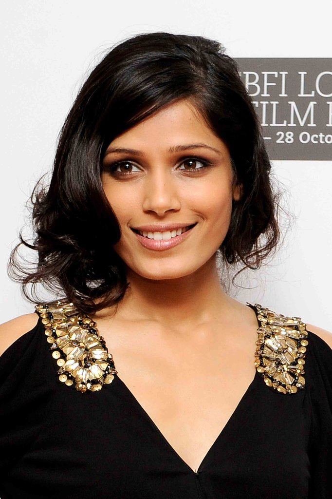 In 2010, Freida tried on short hair for a short while, wearing a faux bob at the Miral movie premiere.