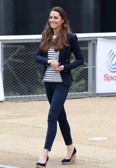 In October 2013, Kate Middleton made her first postbaby solo appearance at a Sportaid athlete workshop in London.