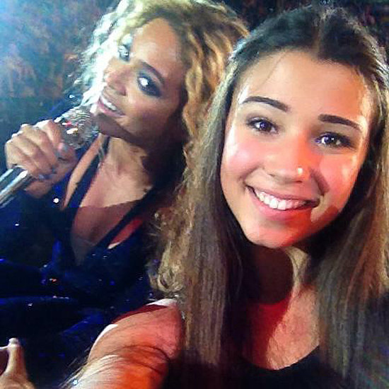 Beyonce-Photobombs-Fan-Photo-Melbourne-Concert.jpg