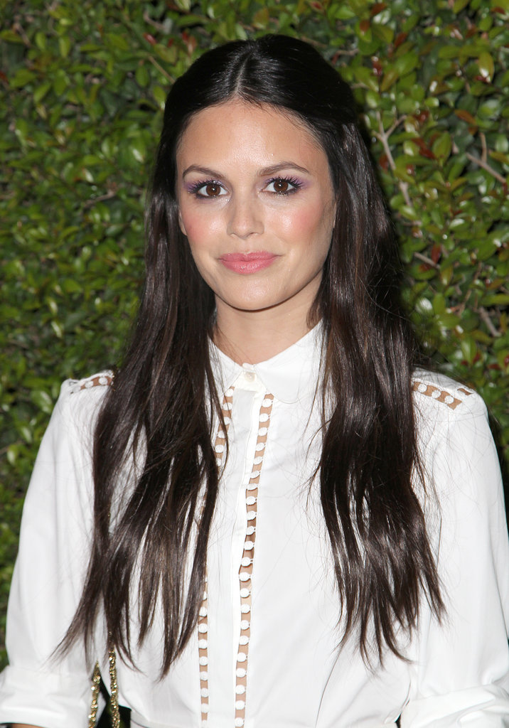 Rachel Bilson surprised us on the Chloé red carpet with a bright lavender eye shadow and lengthy dark brunette locks.