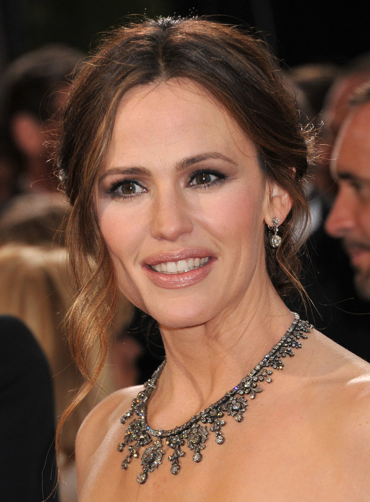 Jennifer Garner's face-framing curl drew the eye to her gorgeous necklace.