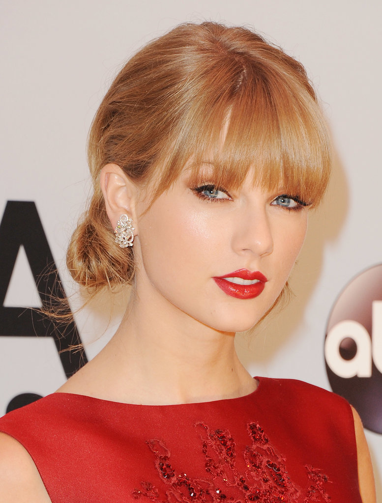 Hitting the red carpet for the CMA Awards, Taylor Swift showed off her classic style with a polished chignon and perfectly painted-on red lip.