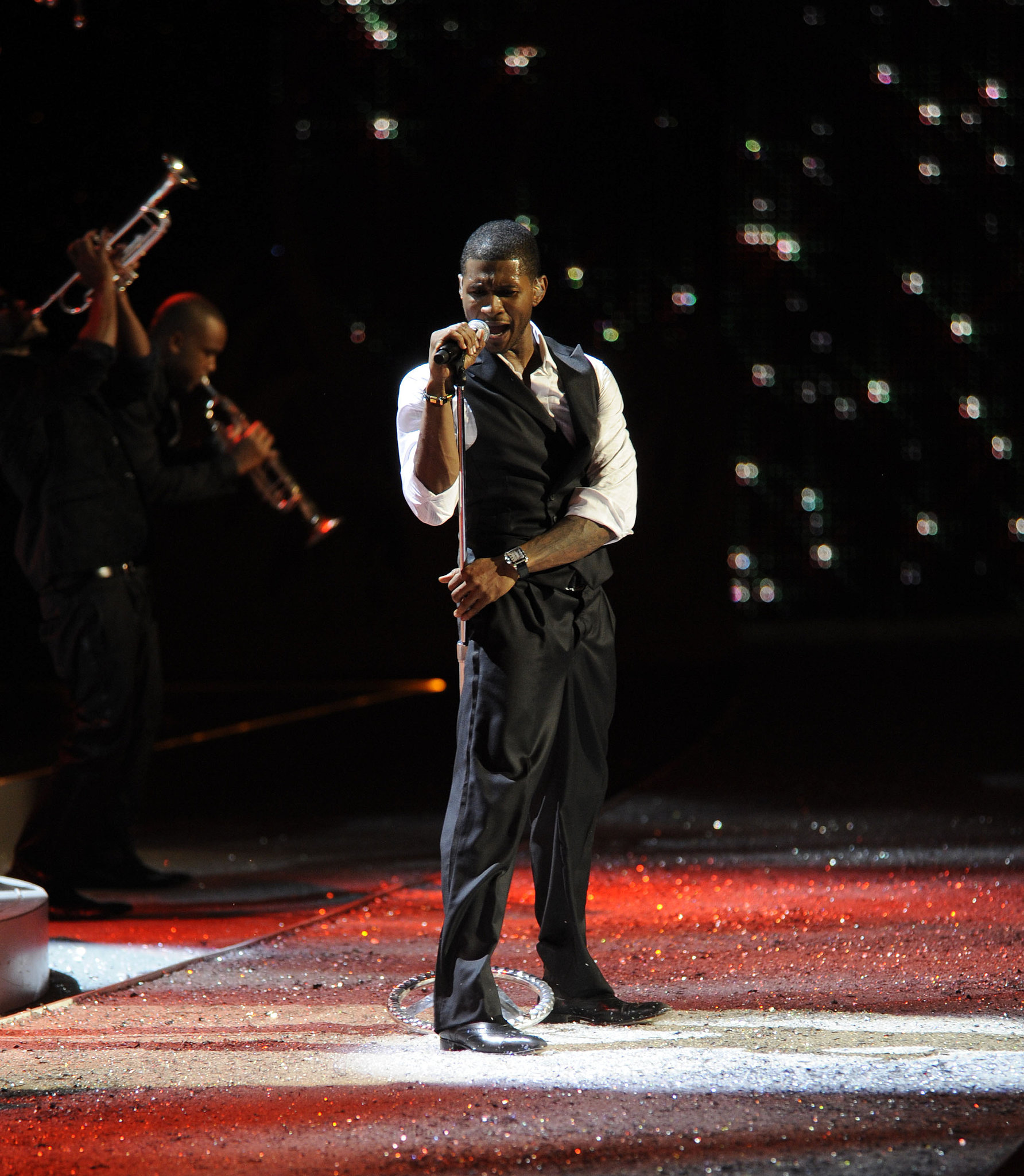 Usher took the stage during the 2008 show.