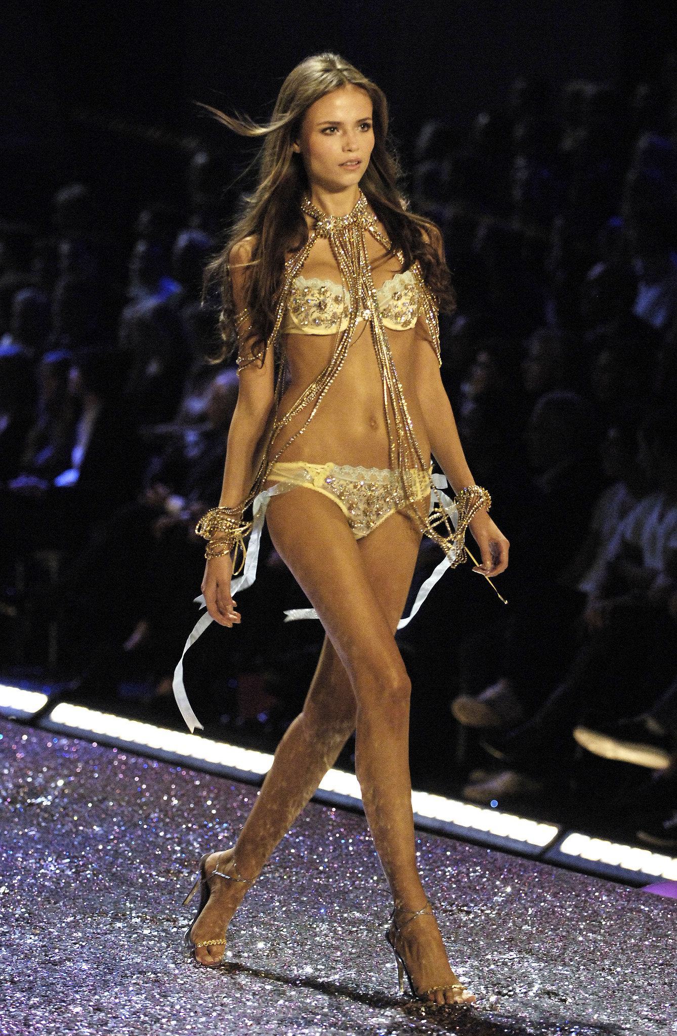 Natasha Poly wore dark brown locks and a gold chain ensemble on the runway in 2005.