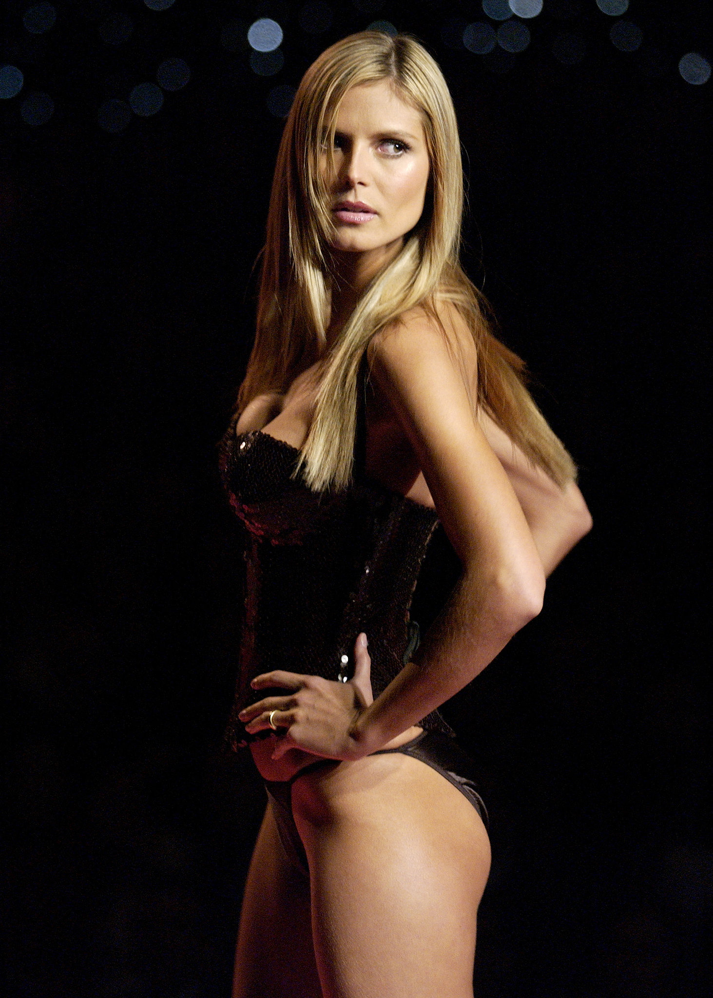 Heidi Klum flaunted her physique on the runway in 2001.