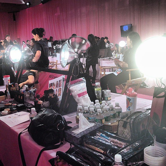 Lights, mirrors, and makeup bags galore! Source: Instagram user michalmakeup